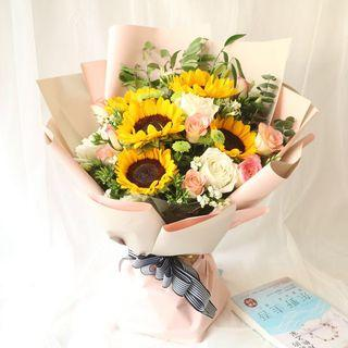 Graduation bouquet | sunflowers and roses | congrats to my dear child