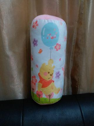 迪士尼櫻花系列維尼圓筒形抱枕 維尼櫻花抱枕 靠枕 絨毛細緻造型模樣超可愛