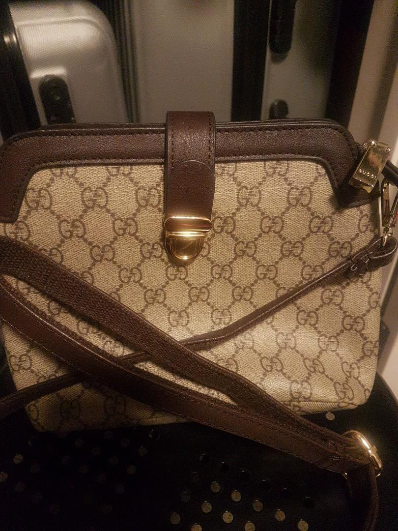 Fake gucci shoulder bag