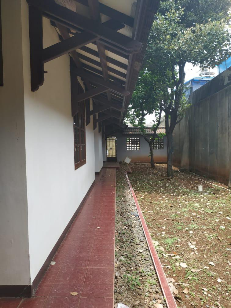 Rumah mewah dalam komplek pondok bambu duren sawit