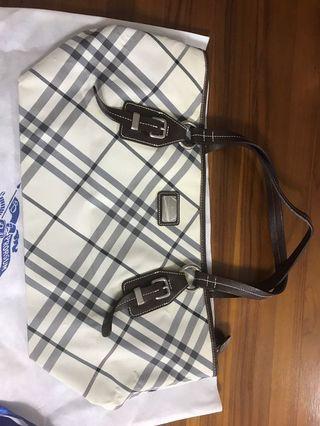🚚 Burberry bag blue label