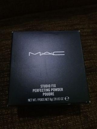 M.A.C Studio fix perfecting powder (medium sand)