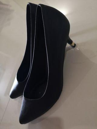 Vincci black high heel