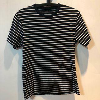 Uniqlo 黑白條紋男款T-shirt (size: S)