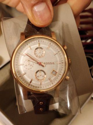 Beautiful fossil watch in rose colour with leather straps