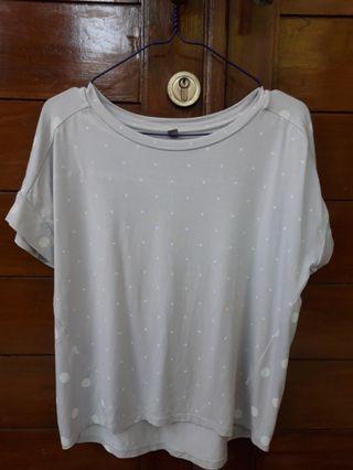 UNIQLO grey polkadot basic shirt