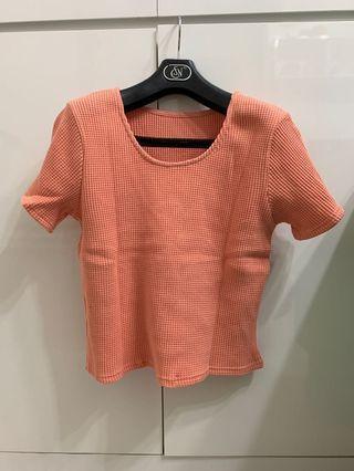 橙色短身上衣 t恤