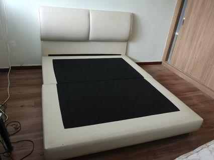 🚚 Queen Size Bed Frame