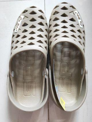 REDUCED PRICE! BNWT non-slip rubber slip on shoes (no nego)