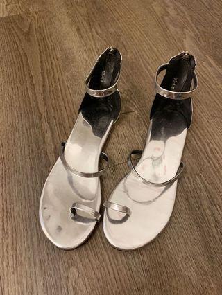 🚚 漢娜款 銀色平底涼鞋 37號