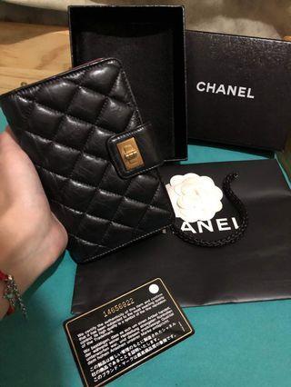 🚚 Chanel黑色牛皮復古金扣中夾