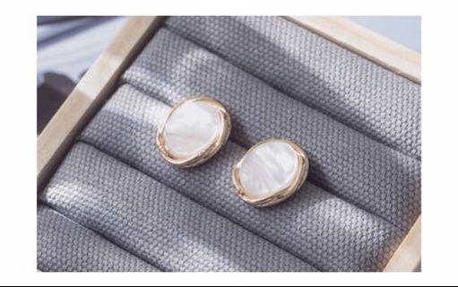 白色耳環 / earrings