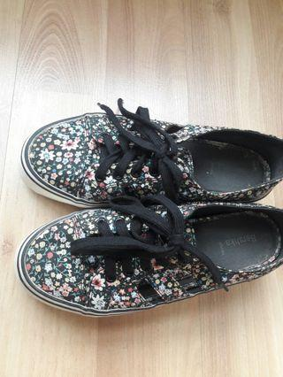 BERSHKA flower shoes