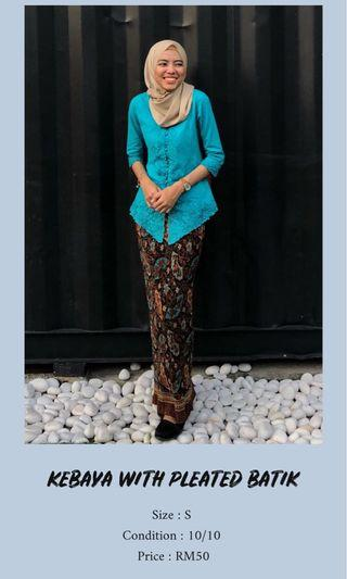 KEBAYA WITH PLEATED BATIK