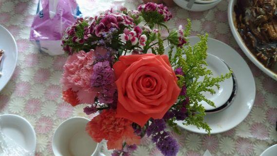 🚚 Lisa the bouquet.