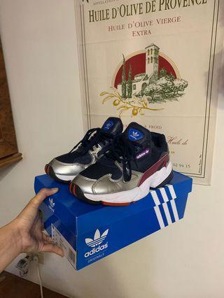 🚚 Adidas 老爹鞋 深藍