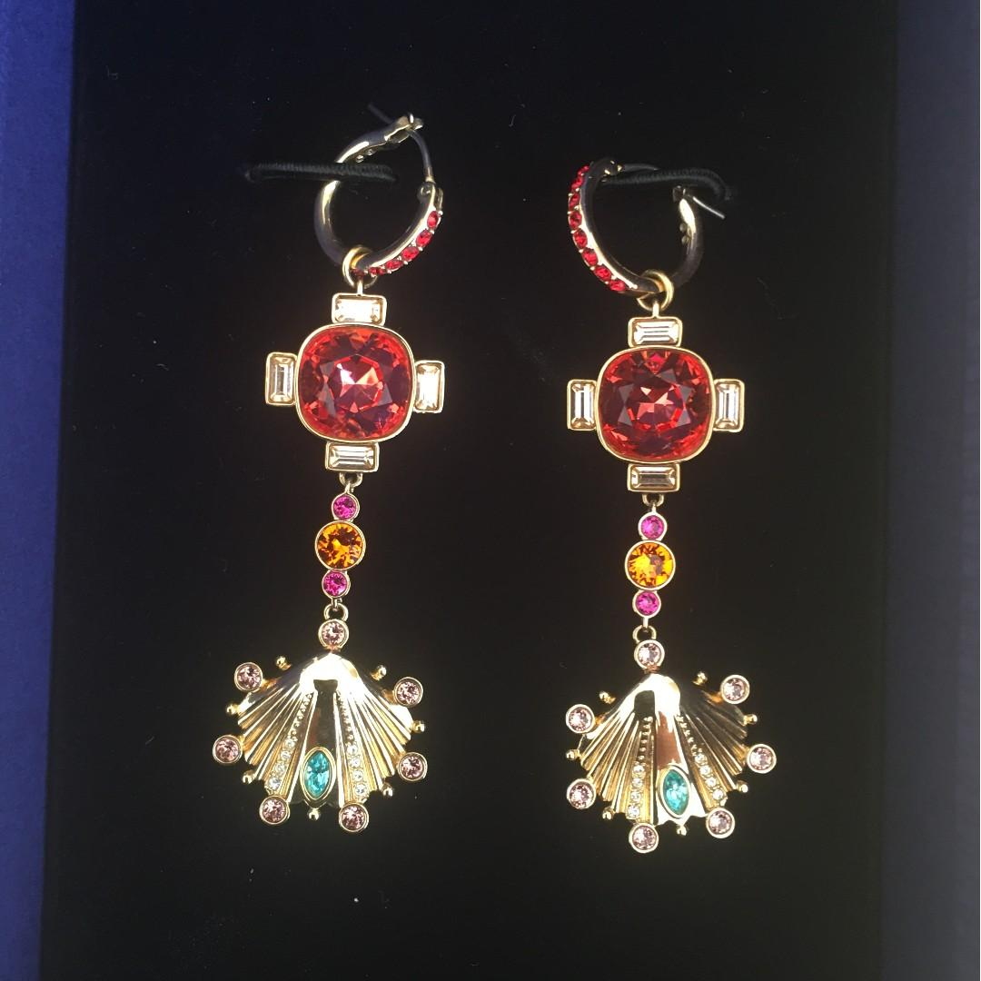 Swarovski dangling earrings  SS19 Great conditions!