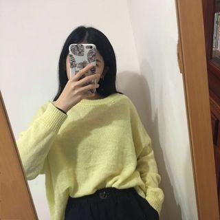 鵝黃色輕薄毛衣