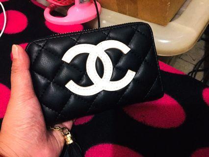 全新微瑕出清!小香雙C菱格紋流蘇拉鍊中夾、手拿包、零錢包👛、卡包