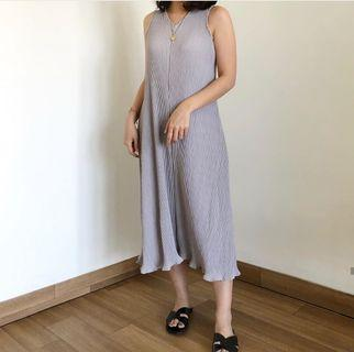 Pleats dress light grey