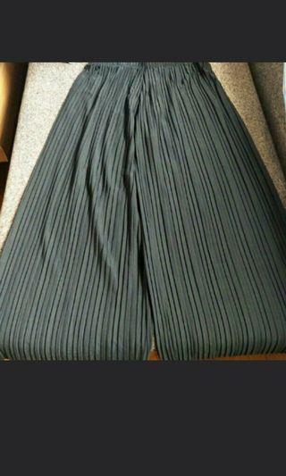 GSS Sales! BNIB Black Pleated Culottes