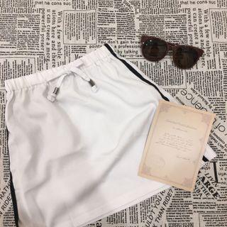 🚚 側黑邊運動白裙