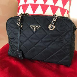 🚚 Prada Black Quilt w Silver Chain/HDW Shoulder Bag