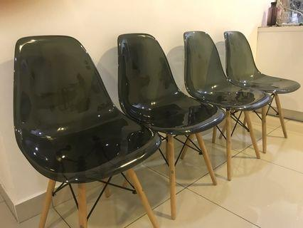 EAMES Chairs 4 pieces (defected)