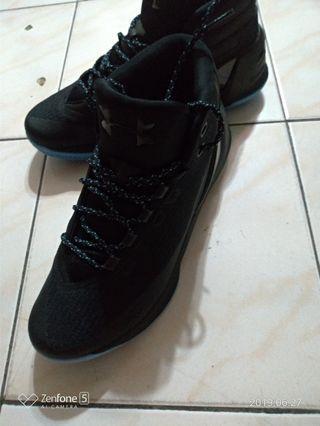 UA3 籃球鞋