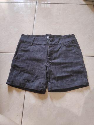Celana Pendek garis hitam (bahan celana bahan)