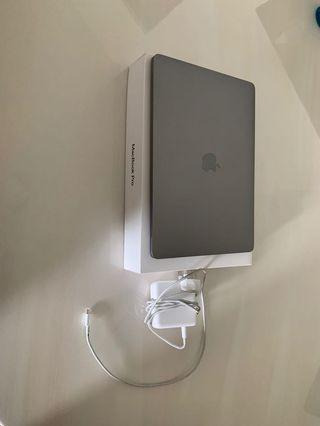 Mid 2018 macbook pro 13 inch 8gb 512gb. Warranty till 30.10.19.