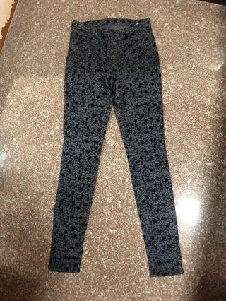 🚚 Uniqlo skinny pants