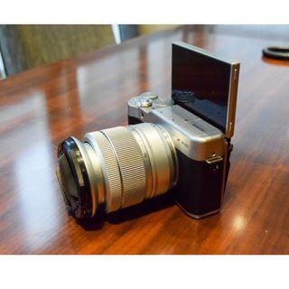 Fujifilm X-A10 (Compact Selfie Camera!) & 18-55mm Lens