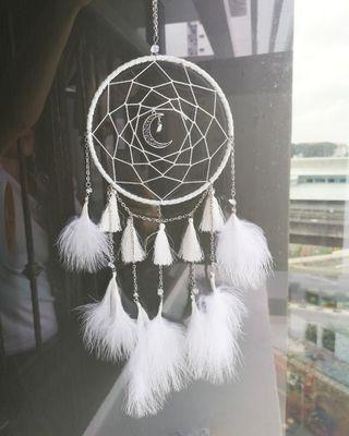 🚚 White fluffy Dreamcatcher