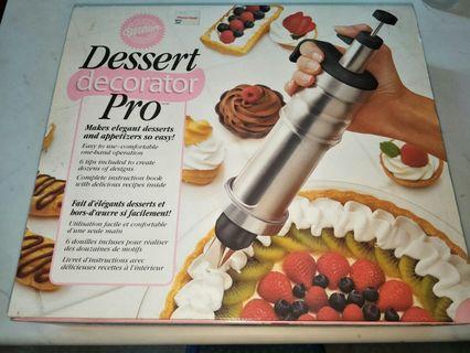 🚚 Wilton Dessert Decorator