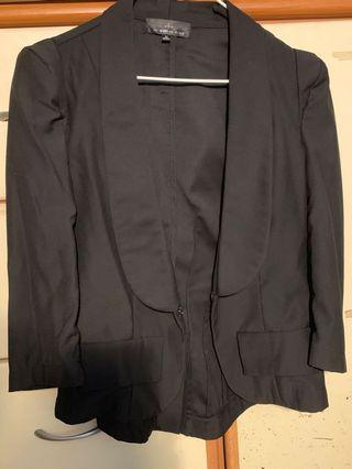 女黑西裝外套