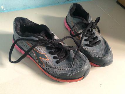Diadora running shoes sepatu sneakers olahraga lari sport hitam pink anak original kids