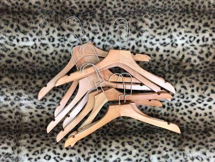 🚚 防滑膠條款復古木頭衣架(10入售)