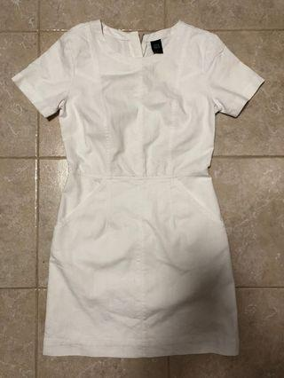 🚚 GG<5 structured linen shift dress in white