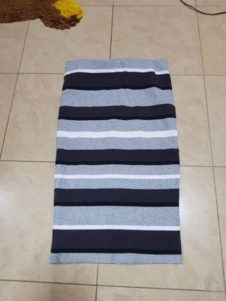 🚚 Cotton On Mid tripes Skirt