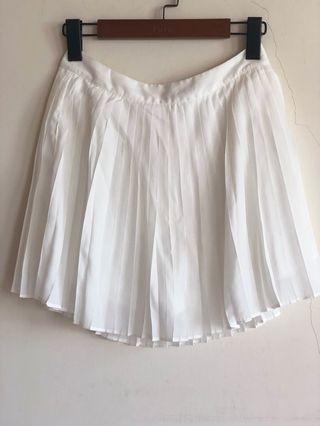 🚚 全新 Lovfee 白色百摺裙 短裙
