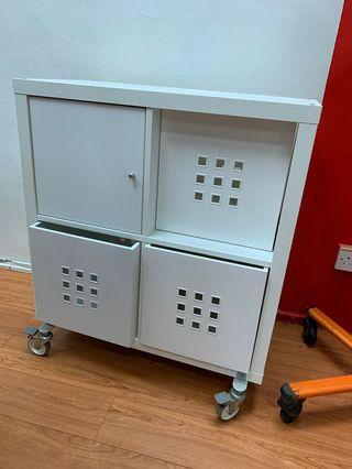 🚚 IKEA shelving unit with wheels
