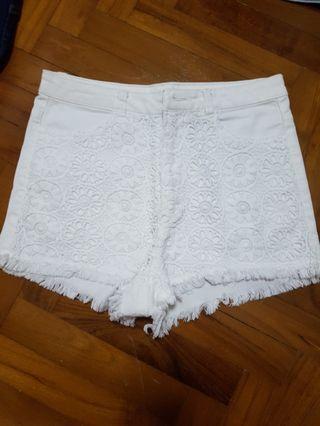 🚚 White lace Jean short