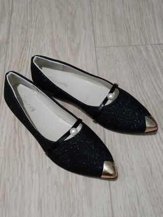 BN Women glitter shoes with pointed gold