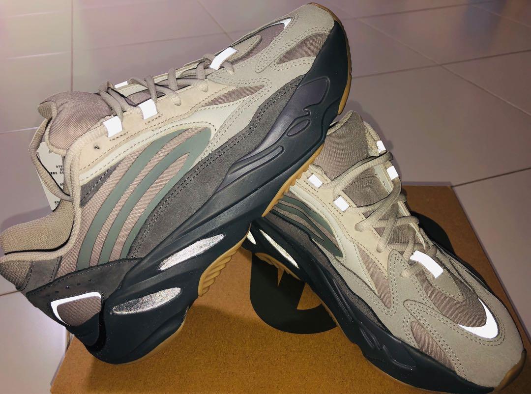 pecho Estimar clima  Adidas Yeezy 700 V2 Tephra, Men's Fashion, Footwear, Sneakers on Carousell