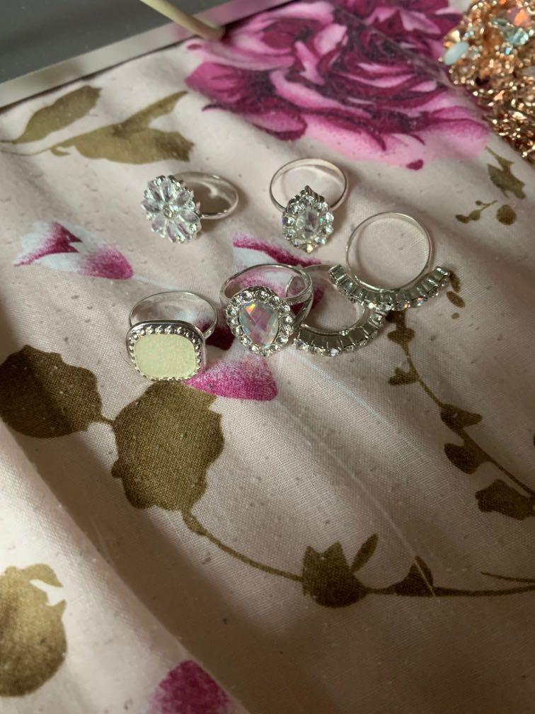 Assorted imitation jewellery