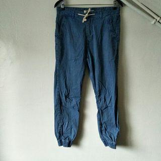 🚚 PULL&BEAR 洗舊藍 縮口修身 九分 休閒長褲