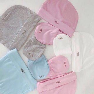 Newborn set (mittens, socks, hats) selected colours