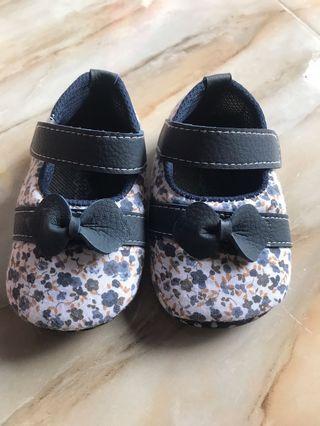 Sepatu Prewalker 0-24 month