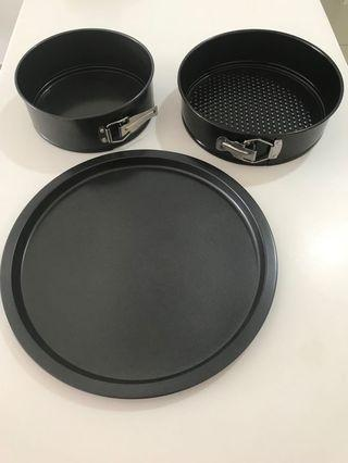 Pizza pan & 2 pieces Cheese cake pans